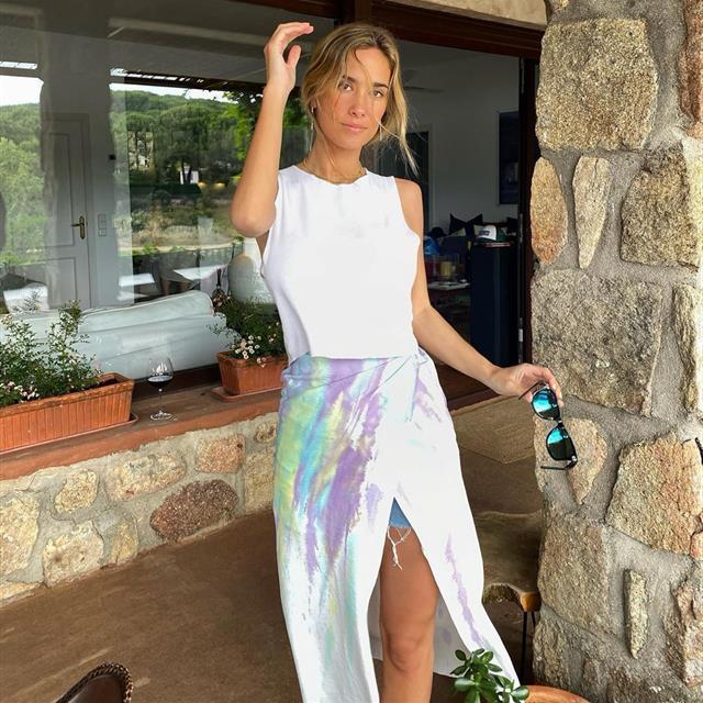 María Pombo tiene el vestido blanco de Pull&Bear que te pone guapa al instante