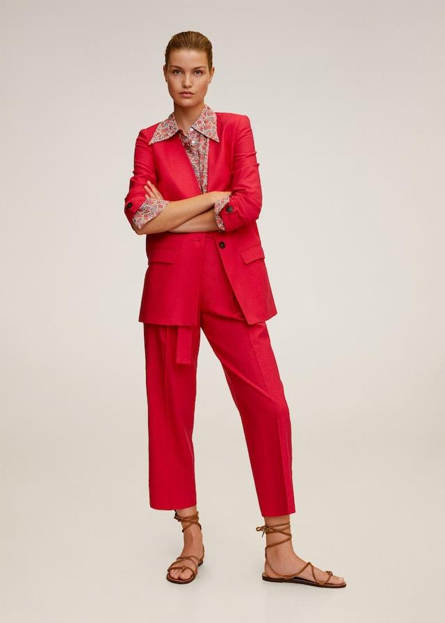 Traje de chaqueta rojo, Mango
