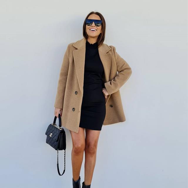 Paula Echevarría luce el abrigo camel definitivo de esta temporada (y está en Mango)