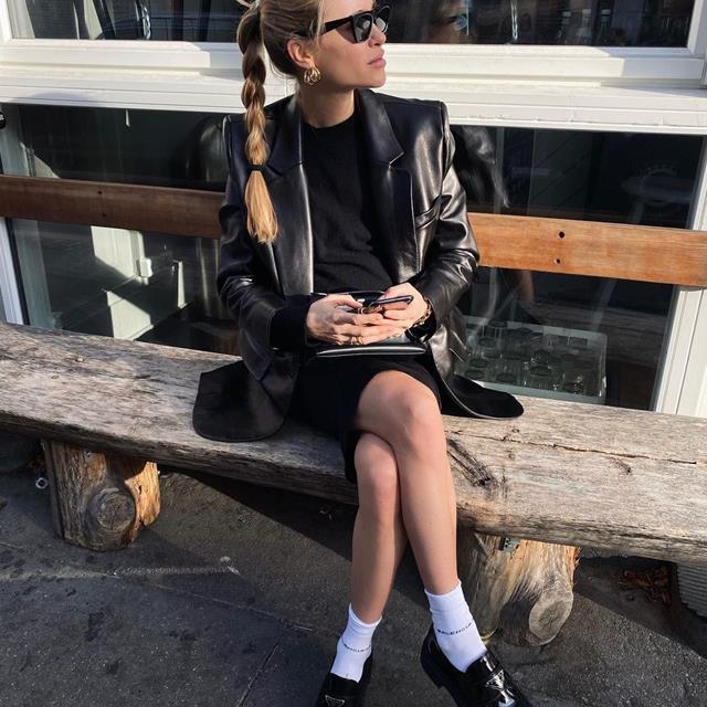 Mocasines + calcetines, la combinación que no esperabas llevar y es pura tendencia