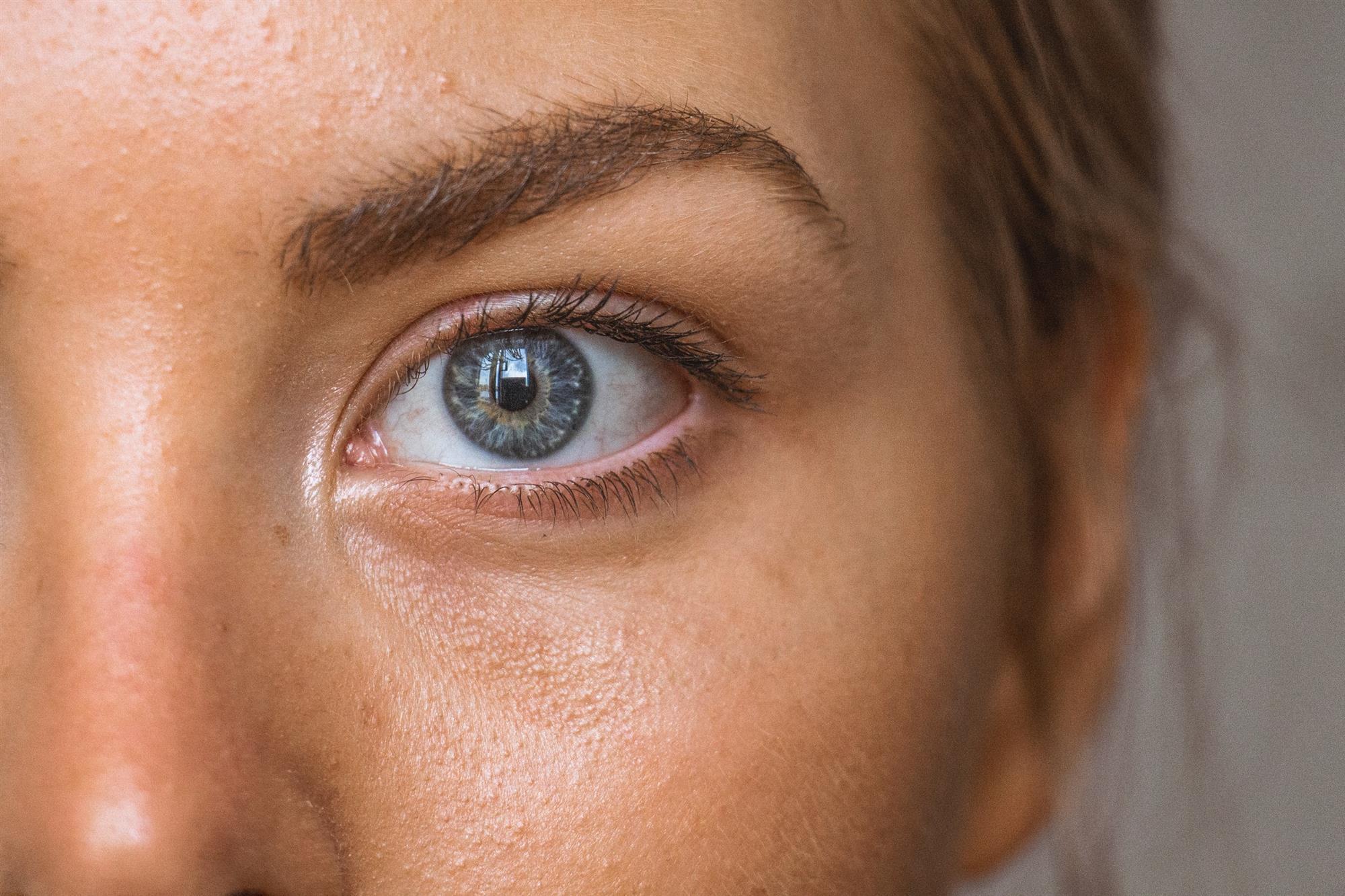 Error: aplicar el contorno de ojos directamente