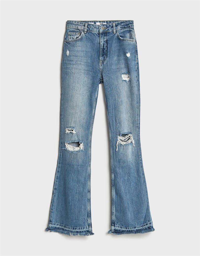 Jeans flare rotos de Bershka