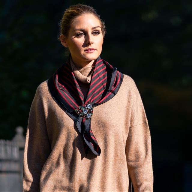 Olivia Palermo lleva el conjunto de punto beige más de moda (y tenemos clon)
