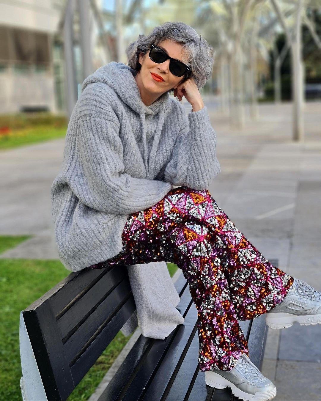 Carmen moan. Knitted sweatshirt, sequin pants and sneakers