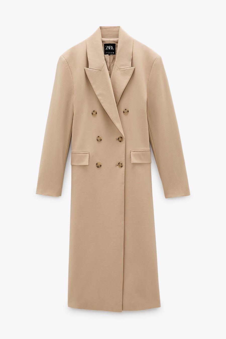 María Pombo and the perfect men's coat of the season (we have a clone)