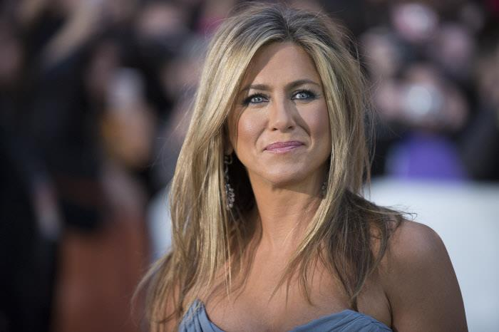 jennifer-aniston-pelo-spray-sisley